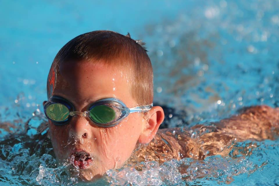 The Prosser Aquatic Center swimming lessons program focuses on giving  children the tools needed to be come great swimmers while at the same time  recognizing ... e0f2839e0